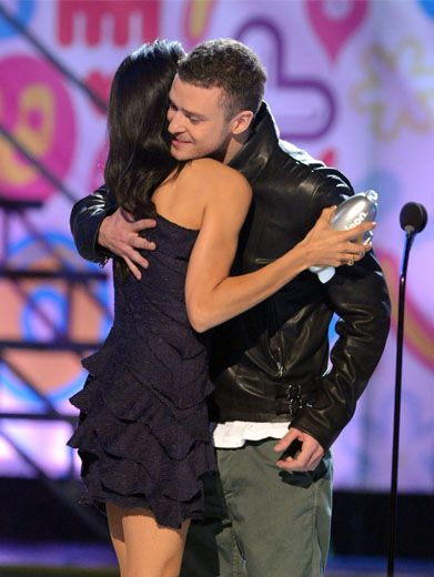 The Big Hug|Rosario Dawson congratulates Big Help Award-winner Justin Timberlake before handing over his silver Blimp.